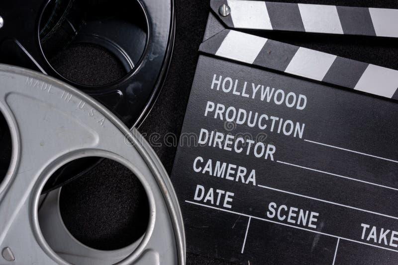 Вьюрок колотушки и фильма фильма на деревянной предпосылке стоковые изображения