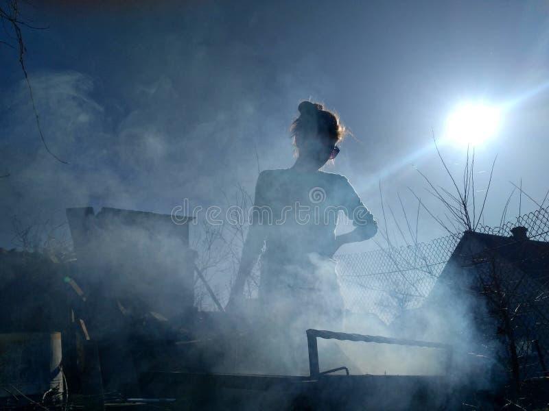 В дыме стоковое фото