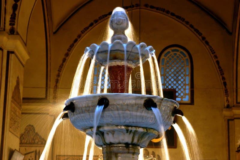 Фонтан мечети Бурсы грандиозный внутри стоковое фото