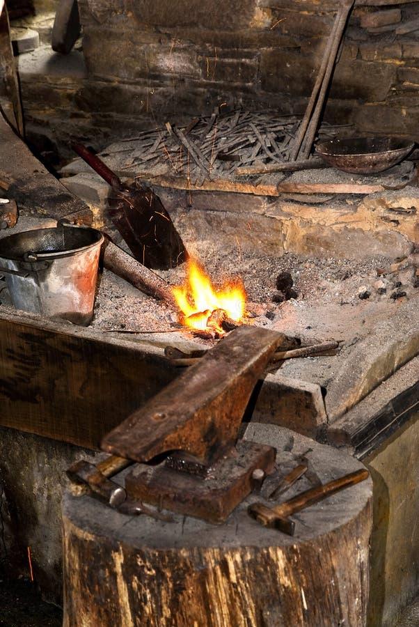В мастерской blacksmith стоковые фотографии rf