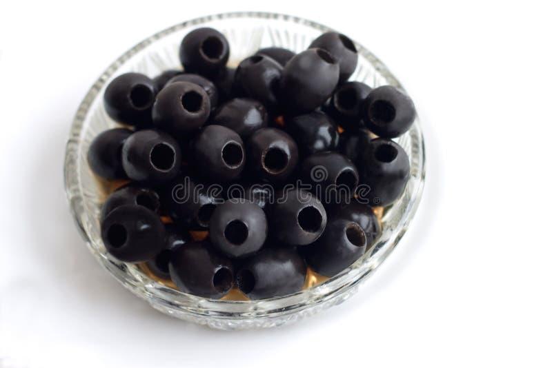 В небольшой вазе сделанные ямки черные оливки стоковые фотографии rf