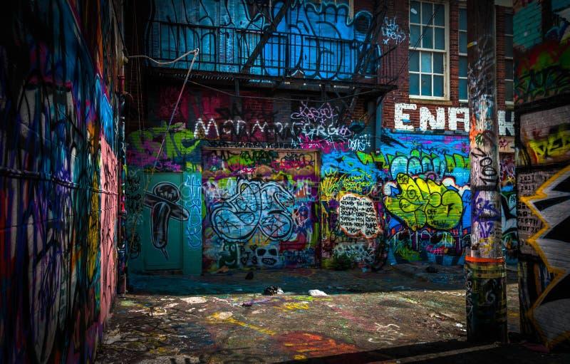 В переулке граффити, Балтимор стоковое фото rf