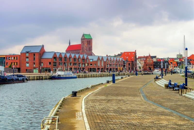 В старом порте городка Wismar в Германии стоковые изображения rf