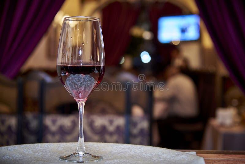 В стекле с красным вином стоковое фото rf