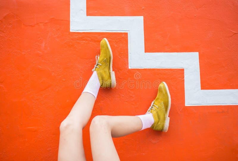 В стиле фанк ноги ботинок стоковая фотография rf