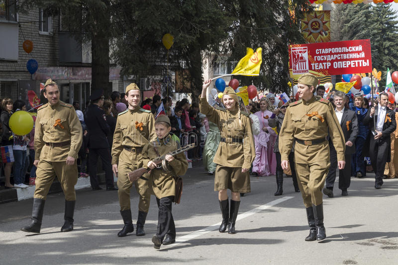 Download В торжественном шествии к дню победы в большом Patrioti Редакционное Стоковое Изображение - изображение насчитывающей серии, вооружения: 40584599