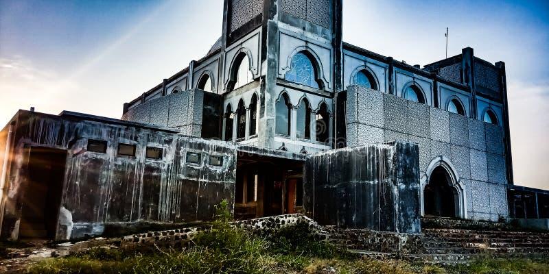 В угле мечети которая не закончена стоковые изображения