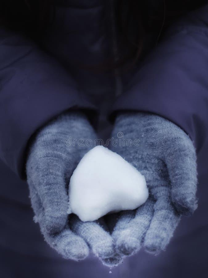в форме Сердц снежный ком стоковое изображение rf