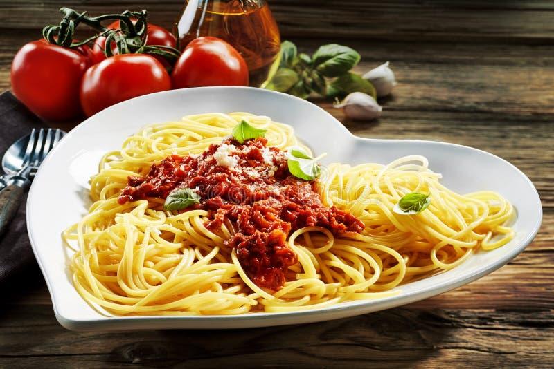в форме Сердц шар спагетти Bolognaise стоковое изображение