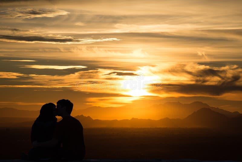 Влюбленность захода солнца стоковые фотографии rf