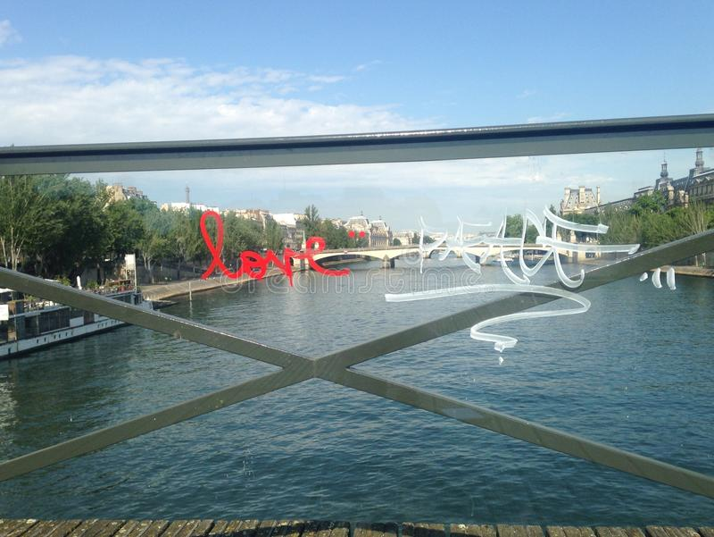 Влюбленность и мир Парижа стоковое фото rf