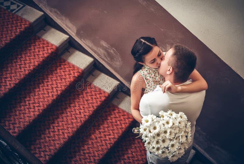 Влюбленность и привязанность между парой стоковое фото rf
