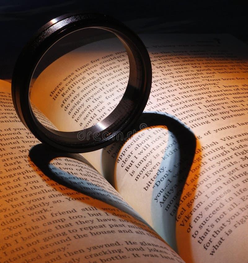 Влюбленность для читать стоковая фотография