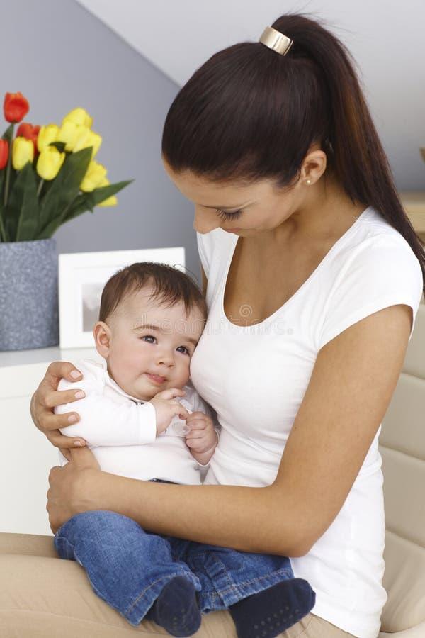 влюбленность motherly стоковая фотография