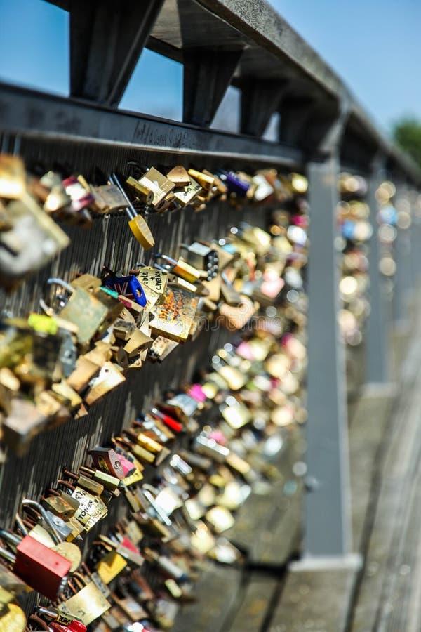 влюбленность paris замков стоковые фото