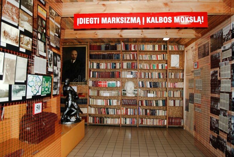 В libraryof парк Grutas около Druskininkai стоковая фотография