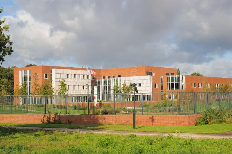 Гаага, Нидерланды - 28 сентября 2019 года: Новое посольство Соединенных Штатов Америки с флагом, Гаага Нидерланды стоковое изображение rf