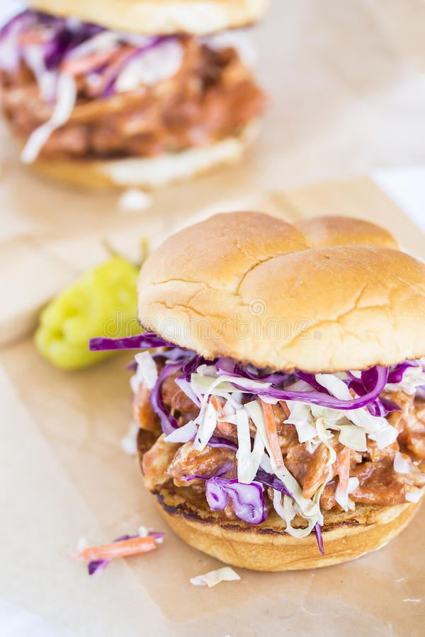 Гаваиский сэндвич с курицей BBQ стоковые фото
