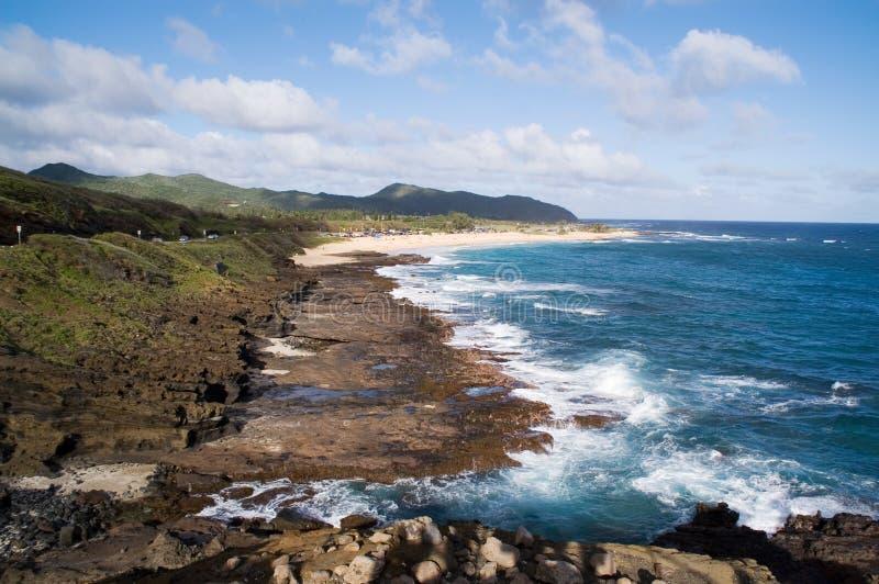 гаваиский утесистый берег стоковая фотография
