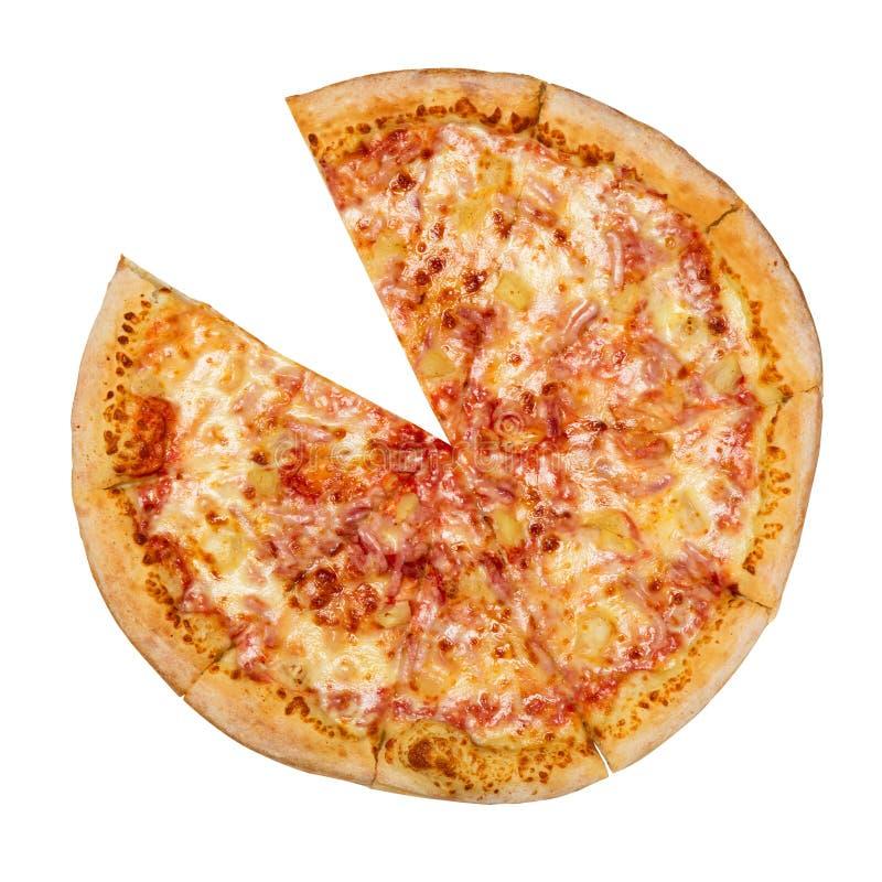 Гавайская пицца без одного куска изолированного на белой предпосылке Пицца с мясом, ветчиной, перцем и ананасом Взгляд сверху стоковое фото rf