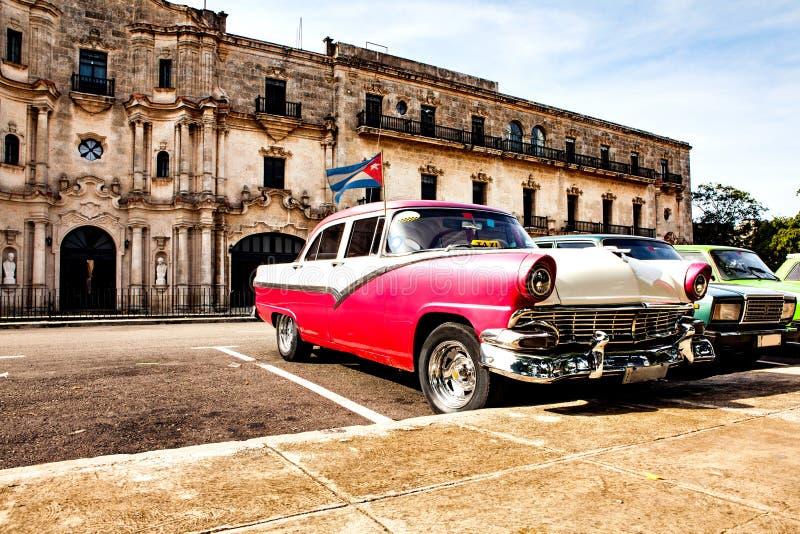 Гавана, Куба, 12-ое декабря 2016: Группа в составе красочный винтажный класс стоковые изображения rf