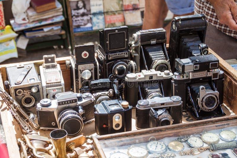 ГАВАНА, КУБА - 22-ОЕ ФЕВРАЛЯ 2016: Камеры на стойле сувенира на квадрате Площади de Armas в Гаване стоковое изображение rf