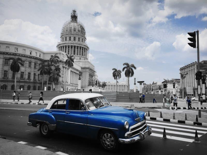 Гавана отключение Кубы в автомобили времени и года сбора винограда стоковые изображения