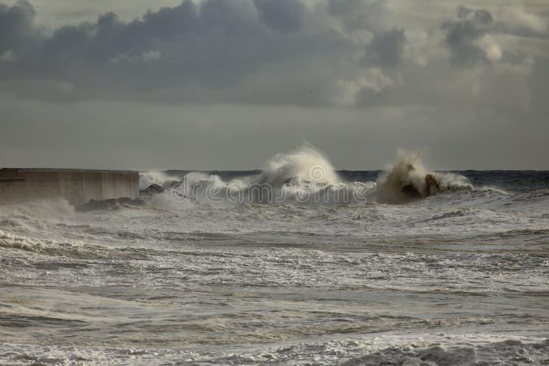 Гавань бурной волны причаливая стоковое фото rf