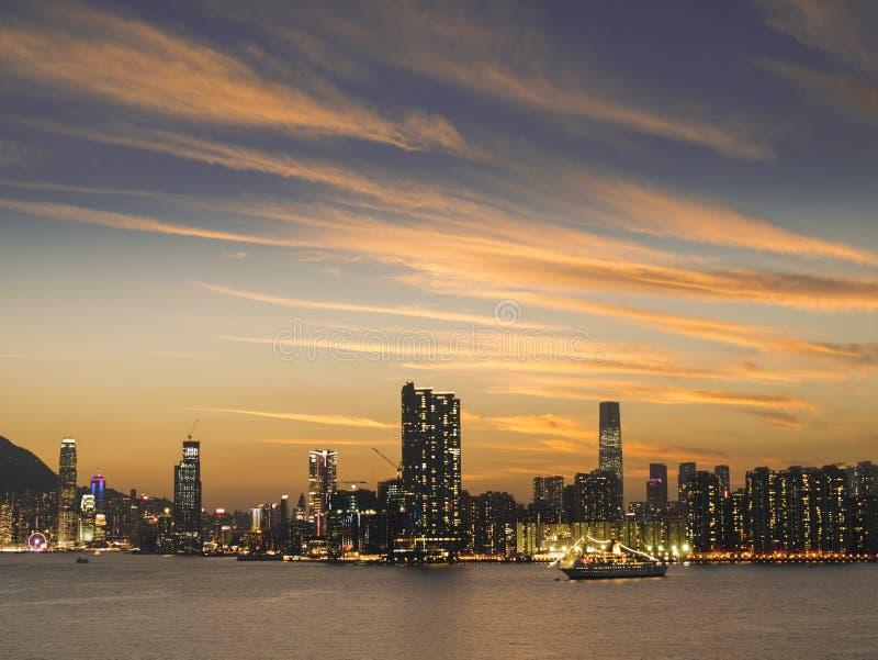 Гавань Виктории, Гонконг на сумраке стоковые фотографии rf