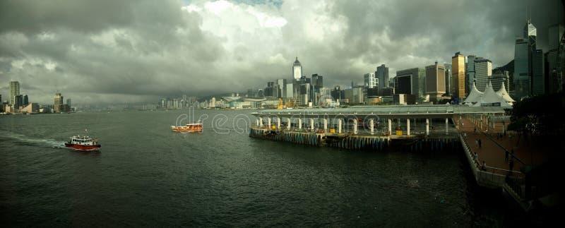 Гавань Гонконга и небо Cloudly стоковое фото rf