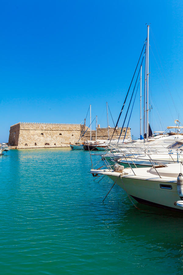 Гавань ираклиона и крепость, Крит стоковые изображения
