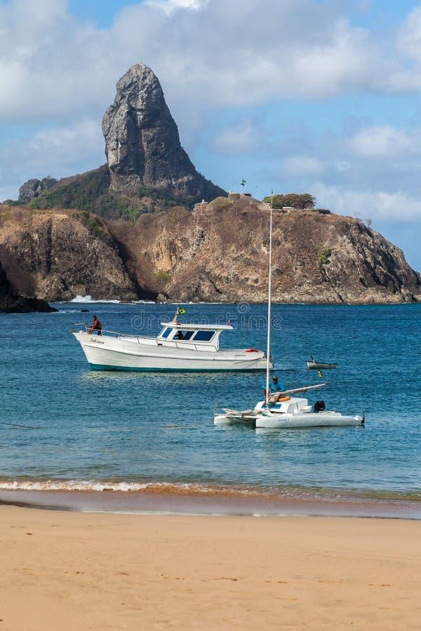 Гавань и Pico Холм Фернандо de Noronha Бразилия стоковое изображение