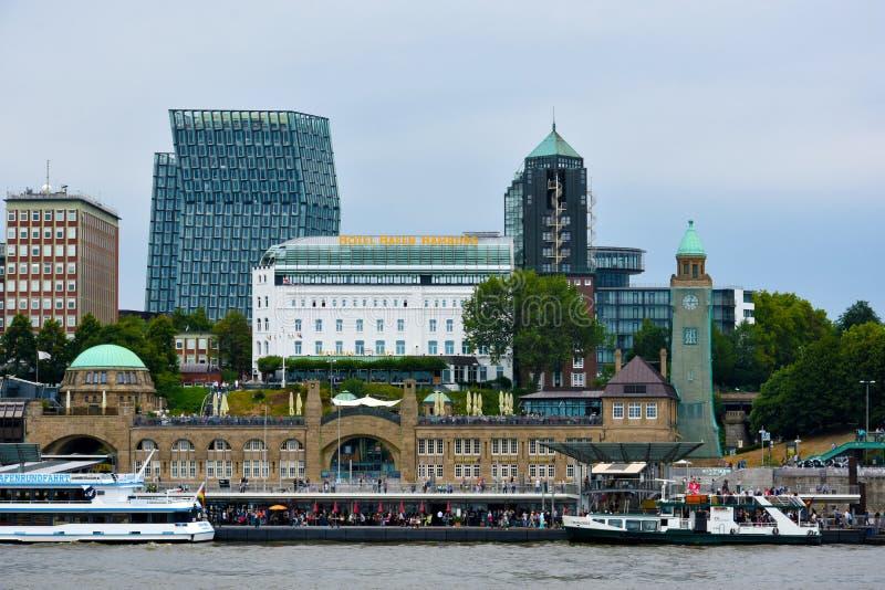 Гавань на Landungsbrucken в Гамбурге Altona стоковая фотография