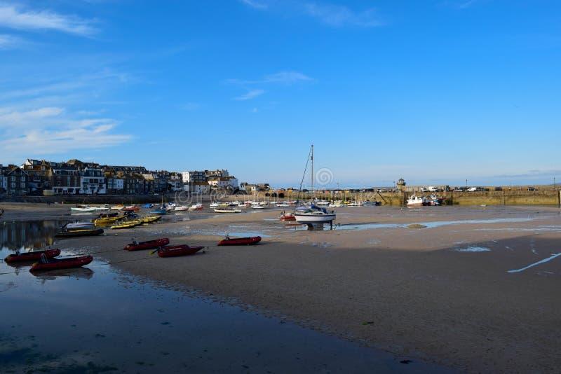 Гавань на St Ives, Корнуолле, Великобритании стоковые изображения rf