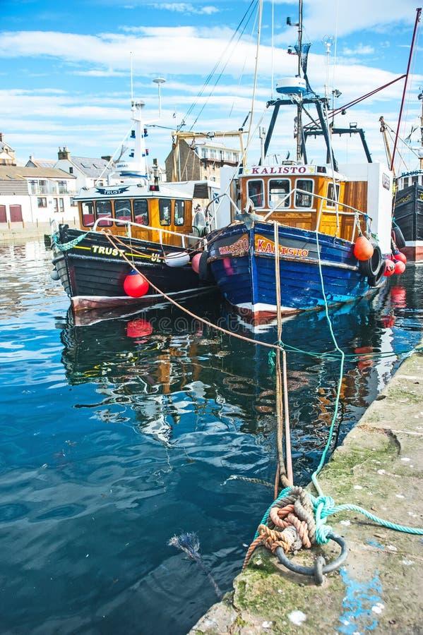 Гавань Burghead с рыбацкими лодками стоковые изображения rf
