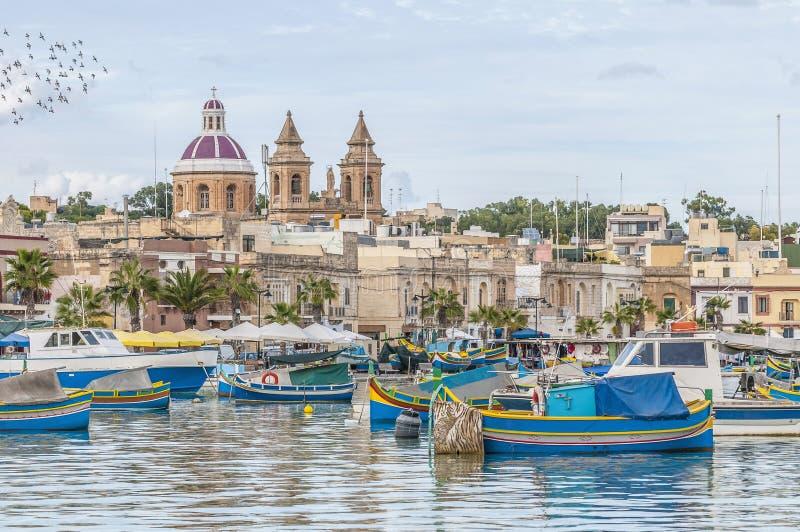 Гавань Marsaxlokk, рыбацкий поселок в Мальте. стоковая фотография
