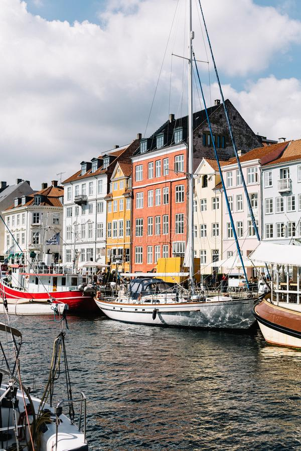 Гавань Nyhavn на теплый летний день стоковые изображения rf