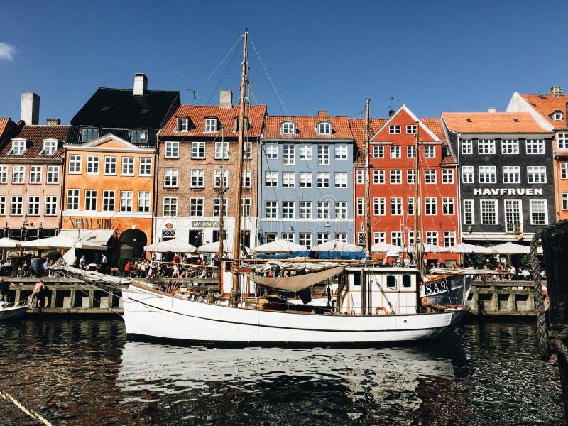 Гавань Nyhavn на теплый летний день стоковые фото