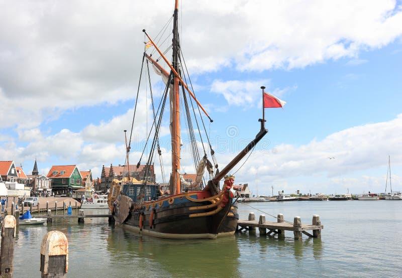 Гавань Volendam И сделано этот маленький город чувствовать большой большой стоковые изображения