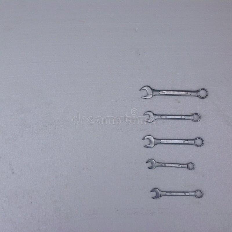 Гаечные ключа на белой предпосылке стоковое изображение rf