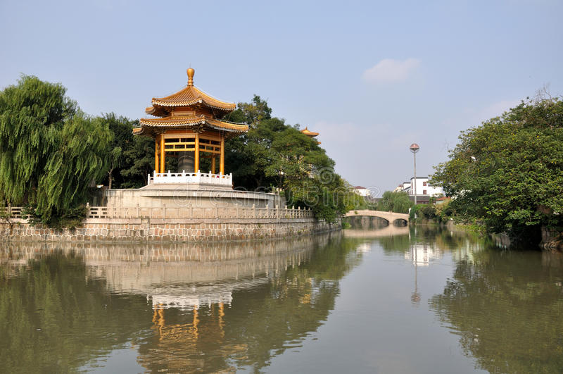 Газебо колокола виска Qibao стоковая фотография rf