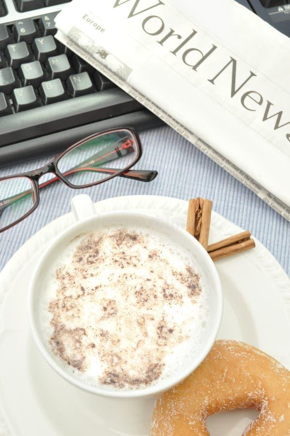 газета кофе стоковые изображения