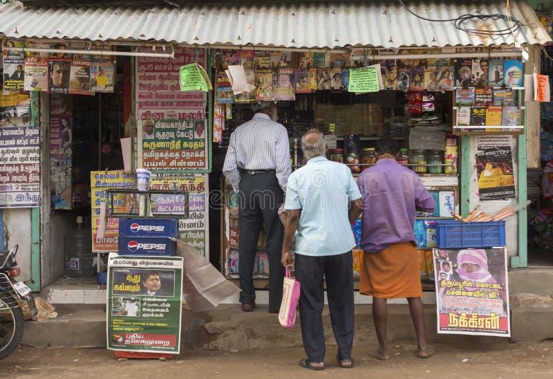Газетный киоск в Thiruvannamalai, Tamil Nadu стоковое фото