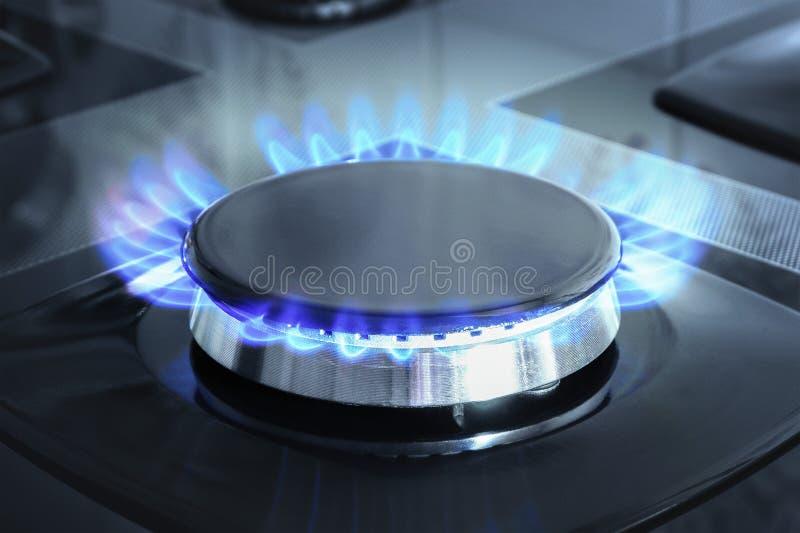 Газовая горелка с открытым огнем Изготовление черного газа стоковое изображение
