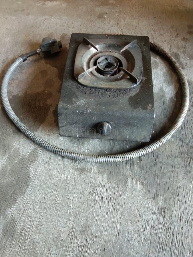 газовая плита со шлангом и регулятором бесплатная иллюстрация
