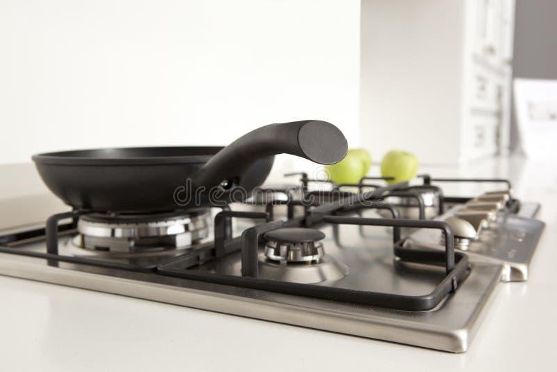Газовая плита кухни в кухне стоковое фото