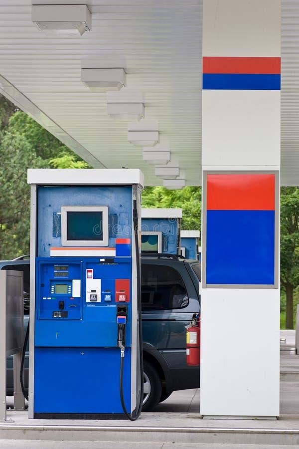 Газовый насос бензоколонки стоковое фото