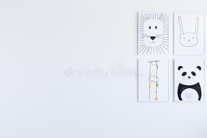 Галерея плакатов в спальне ` s ребенка стоковое изображение