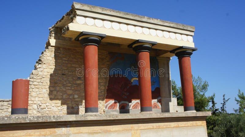 Галоп тура воссоздания столбцов Крита быка короля Minos Cnossos дворца стоковая фотография