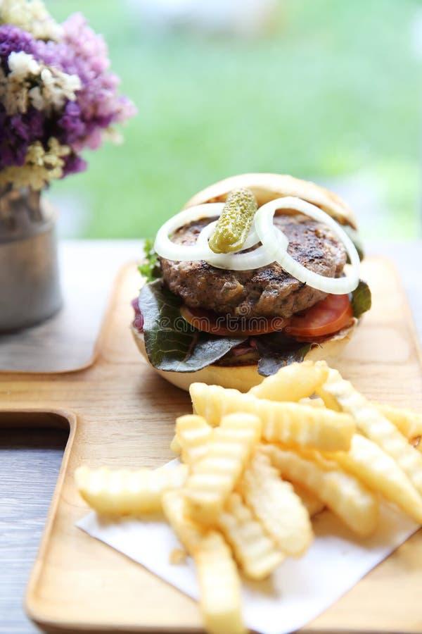 Гамбургер говядины стоковое изображение rf